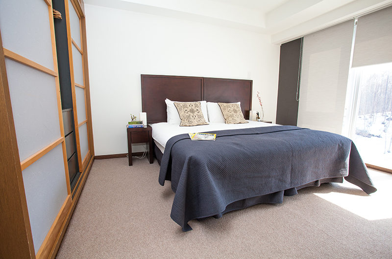 Alpen Ridge Bedroom with Wardrobe | Upper Hirafu Village