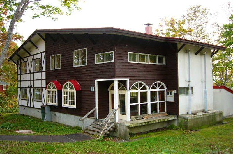 Annupuri Oasis Lodge Entrance at Summer | Annupuri