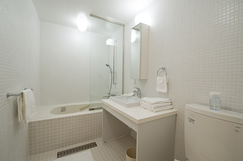 Birch Grove En-Suite Bathroom with Bathtub | Lower Hirafu