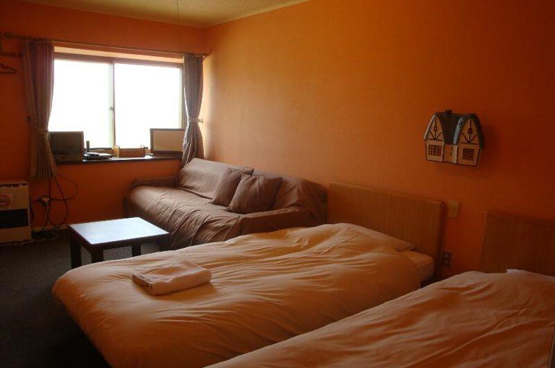 Black Diamond Lodge Twin Bedroom with Sofa | Higashiyama