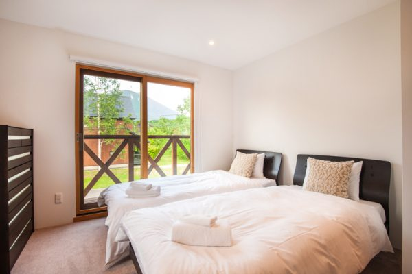 The Chalets at Country Resort Hangetsu Twin Bedroom | West Hirafu