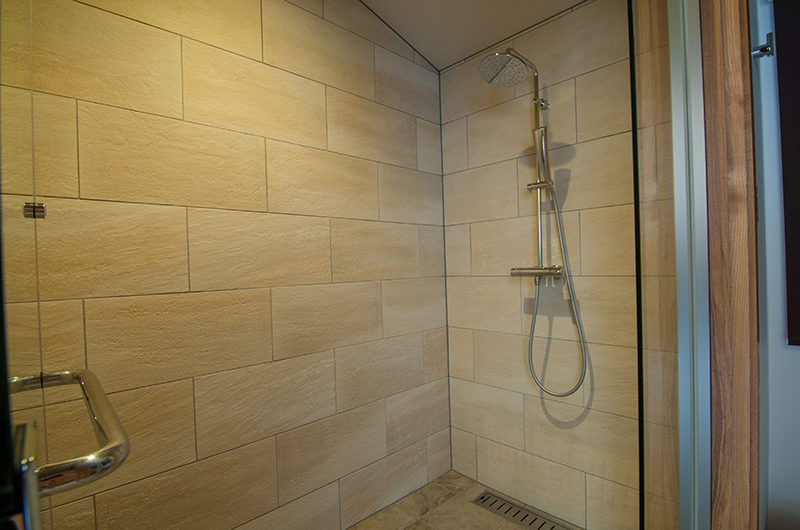 Creekside Bathroom with Shower | Annupuri