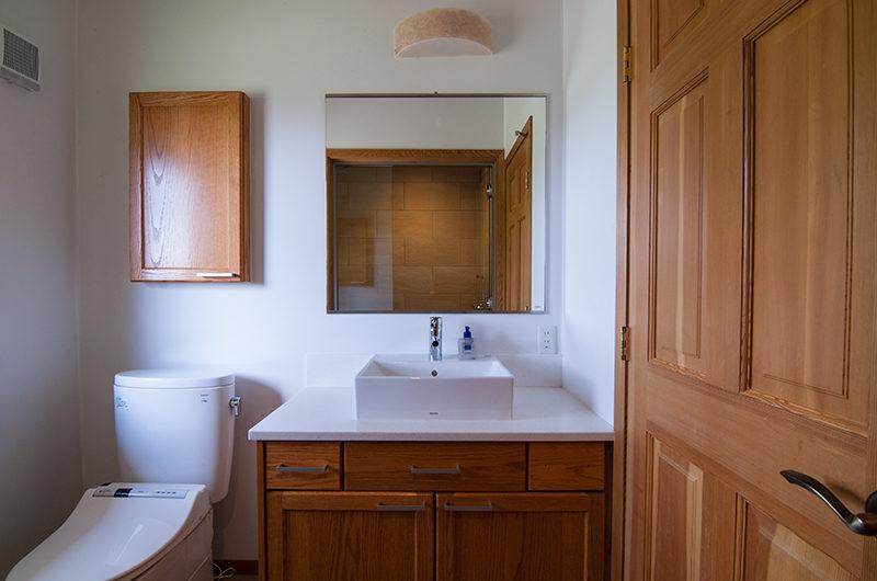 Creekside Bathroom | Annupuri