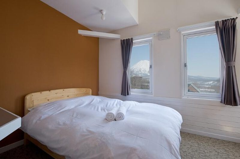 Downtown Lodge Bedroom with Mountain View | Middle Hirafu