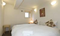 Futagoyama Two Bedroom Apartment Twin Bedroom | Middle Hirafu Villag