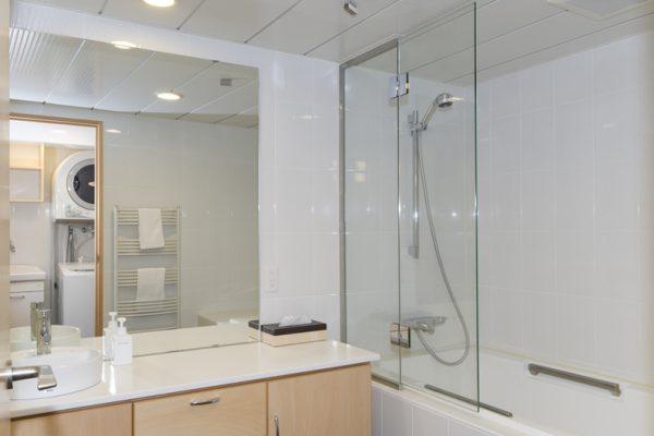 Futagoyama Two Bedroom Apartment Bathroom | Middle Hirafu Villag