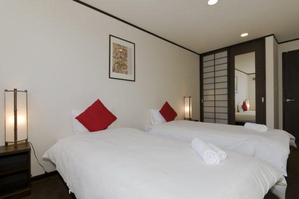 Futagoyama Five Bedroom Chalet Twin Bedroom | Middle Hirafu Villag
