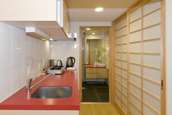 Futagoyama Studio Kitchen with Utensils | Middle Hirafu Villag