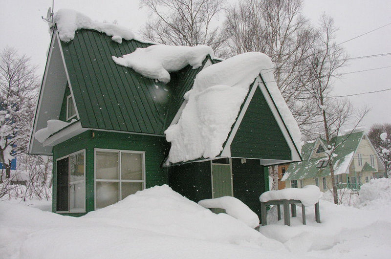 Green House Outdoor Area with Snow | Lower Hirafu