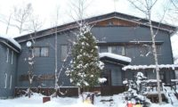 Hangloose Hirafu Backpackers Outdoor Area with Snow   Lower Hirafu