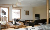 Hatsuyuki Living and Dining Area | Middle Hirafu