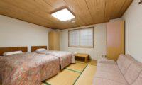 Inn Niseko Twin Bedroom with Sofa | Upper Hirafu