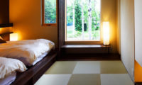 Izumikyo Rental Cottages Twin Bedroom with Outdoor View | East Hirafu