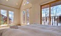 Kumajiro King Size Bed with View | East Hirafu