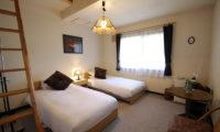 Lodge Mokoro Twin Bedroom with Carpet | Annupuri