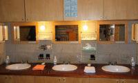 Moorea Lodge Common Bathroom | Middle Hirafu
