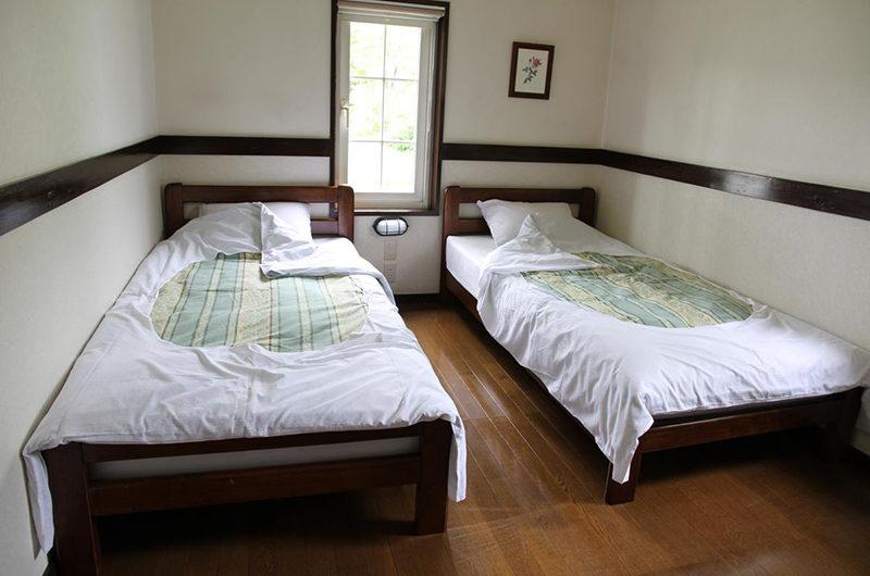 Moorea Lodge Twin Bedroom with Wooden Floor | Middle Hirafu