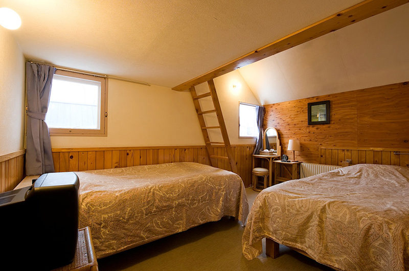 Moorea Lodge Bedroom with Twin Beds | Middle Hirafu