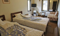 Moorea Lodge Twin Bedroom with Sofa | Middle Hirafu