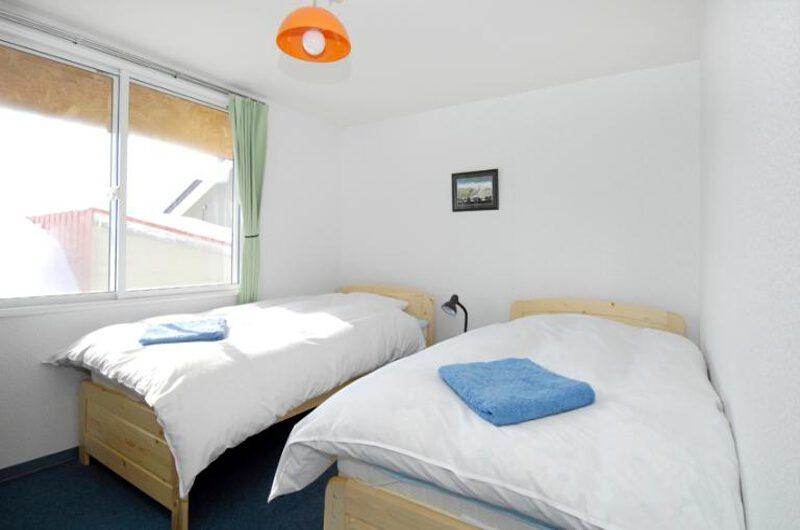 Mushroom Apartments Twin Bedroom | Middle Hirafu