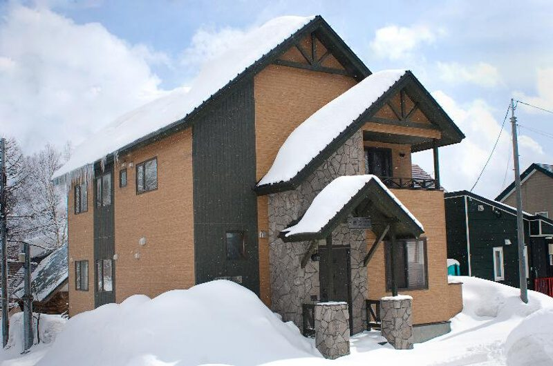 Nichigo Exterior with Snow | Middle Hirafu