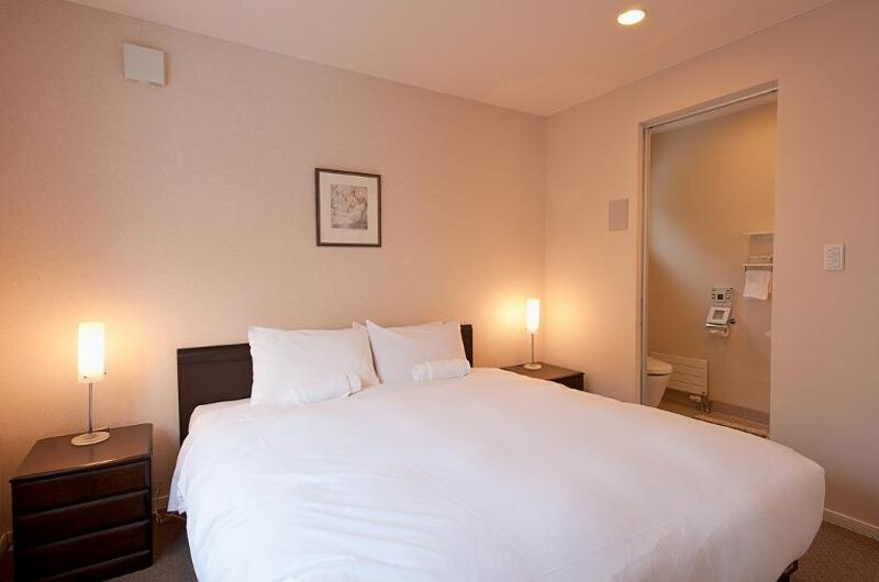 Nichigo Bedroom and Bathroom | Middle Hirafu