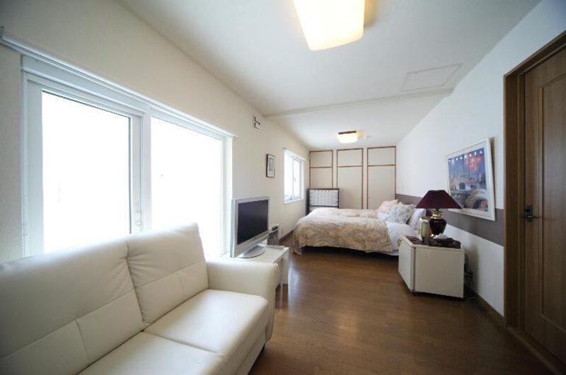 Niseko Auberge de Frying Pan Bedroom with Sofa | Annupuri