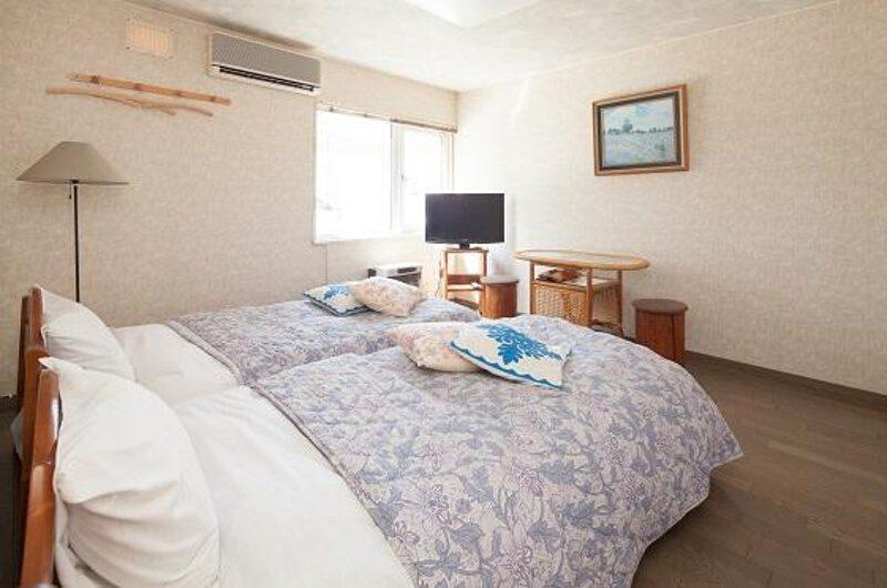 Niseko Auberge de Frying Pan Twin Bedroom with TV | Annupuri