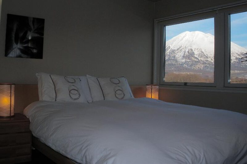 Niseko Star Chalet Bedroom with View | East Hirafu