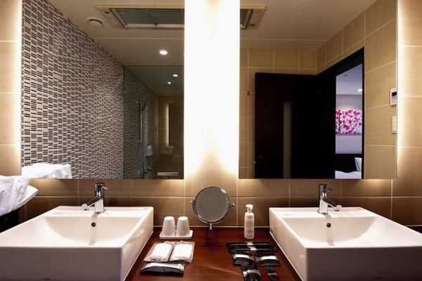 One Niseko Resort Towers His and Hers Bathroom with Mirror | Moiwa