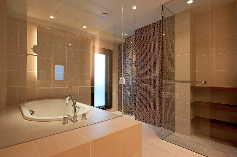One Niseko Resort Towers En-Suite Bathroom with Bathtub | Moiwa