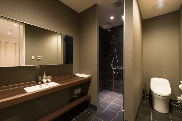 The Orchards Niseko Comfort En-Suite Bathroom | West Hirafu