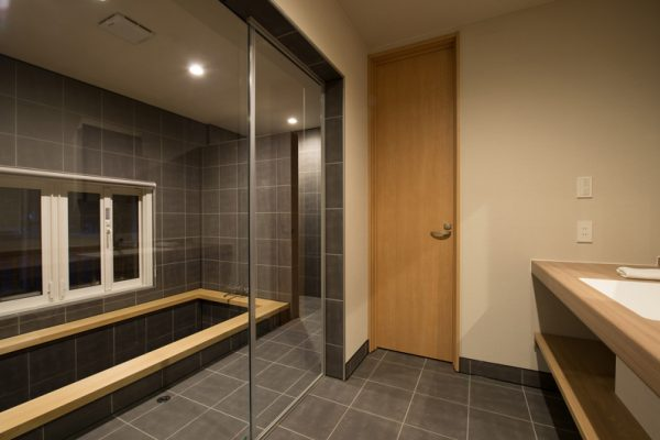 The Orchards Niseko Foxlodge Bathroom | West Hirafu