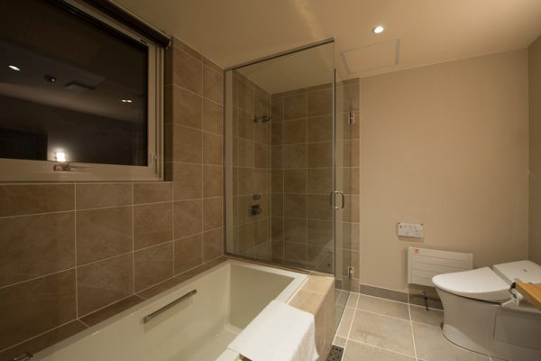 The Orchards Niseko Goyomatsu Bathroom with Bathtub | West Hirafu