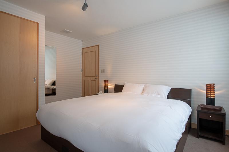 Shin Shin Bedroom with Side Lamps | Lower Hirafu