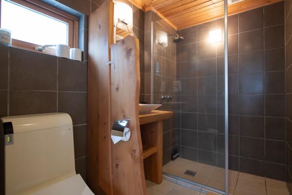 Shin Shin Bathroom with Shower | Lower Hirafu