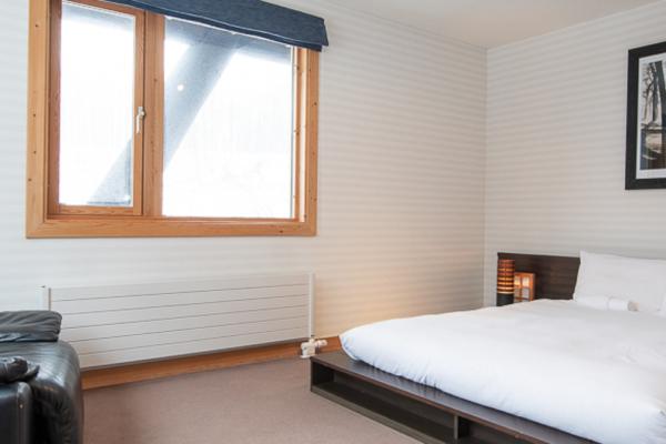 Shin Shin Bedroom with Window | Lower Hirafu