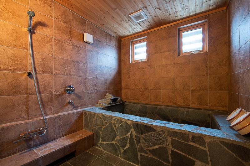 Shin Shin Bathroom with Windows | Lower Hirafu
