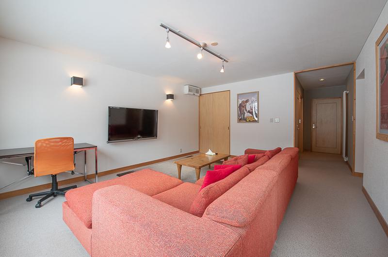 Shin Shin Lounge Area with TV and Study Table | Lower Hirafu