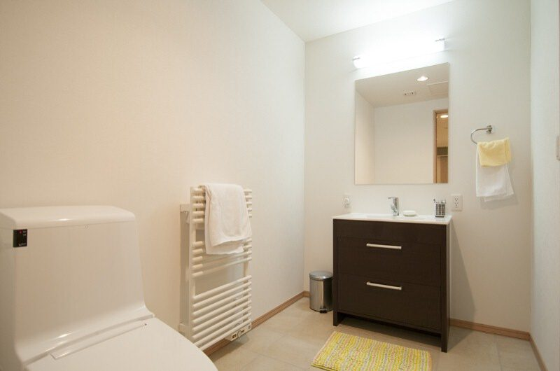 Silverfox Bathroom with Mirror | St Moritz