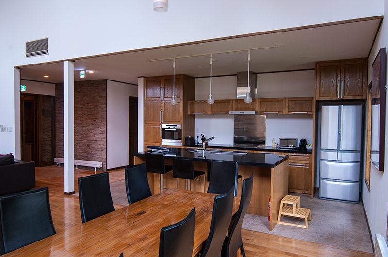 Snowbird Kitchen and Dining Area | Annupuri