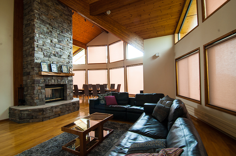 Starchase Living Area near Fireplace | Annupuri