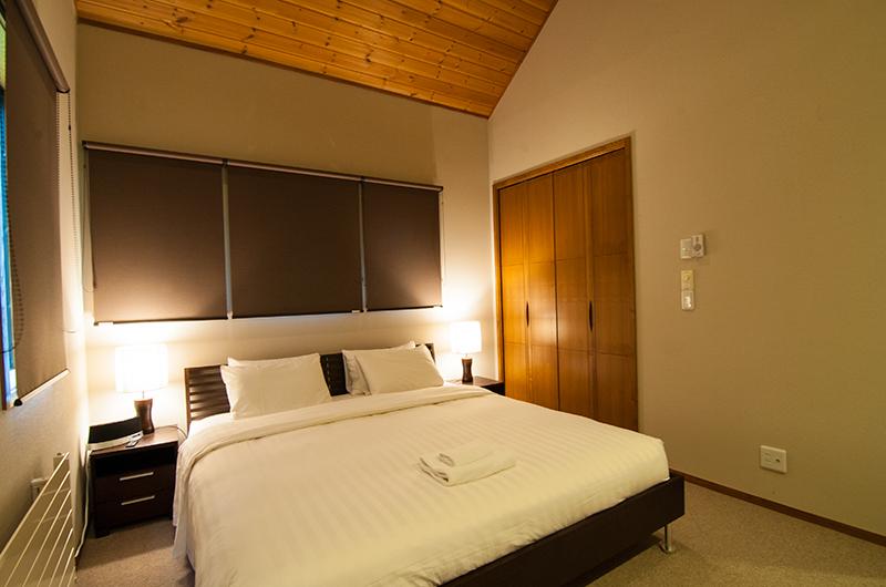 Starchase Bedroom at Night | Annupuri