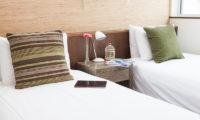 Tamo Twin Bedroom with Lamp | Middle Hirafu