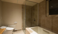 The Orchards Niseko Bathroom with Bathtub | West Hirafu