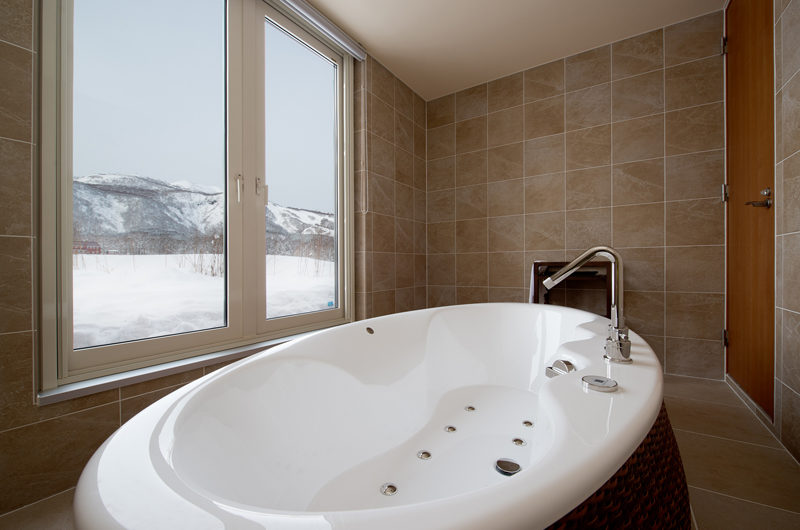 The Orchards Niseko Bathtub with Mountain View | West Hirafu