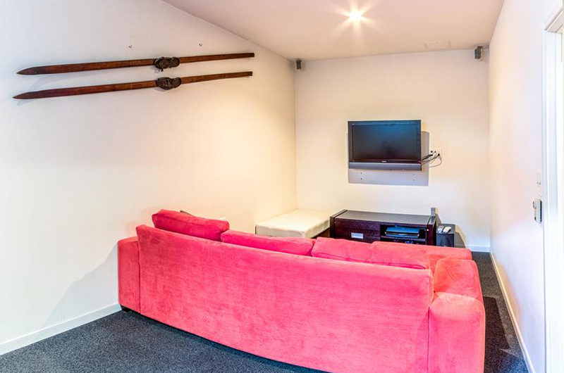 Wajima TV Room | Middle Hirafu