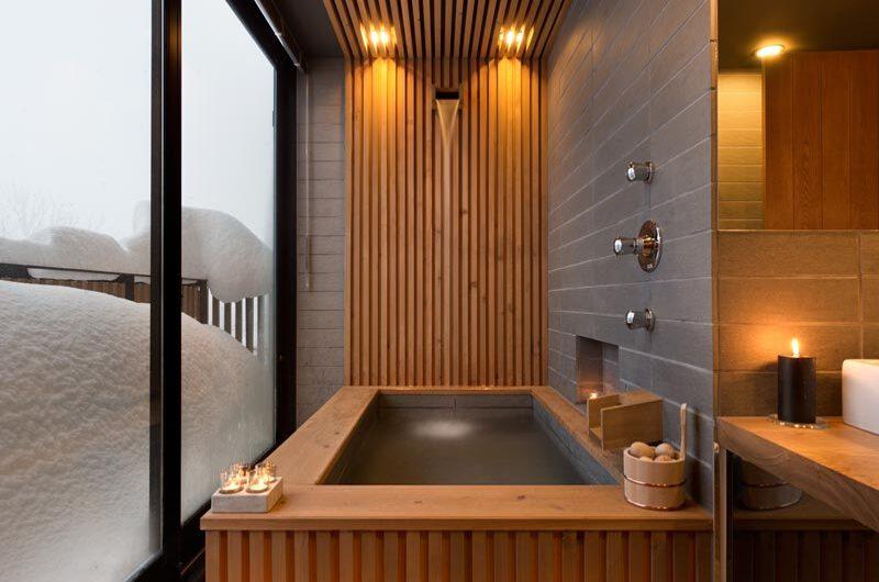 Yasuragi Bathtub with Outdoor View   Lower Hirafu