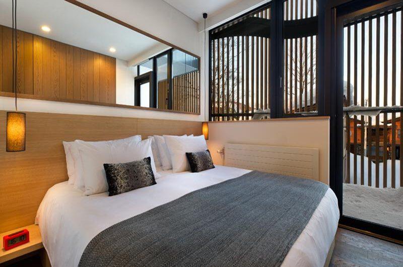 Yasuragi Bedroom with Mirror   Lower Hirafu