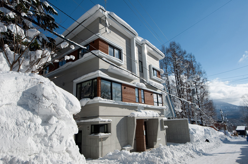 Yutaka Townhouses Exterior with Snow | Middle Hirafu